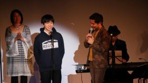 チャリティーコンサートで登壇する山田蒼太