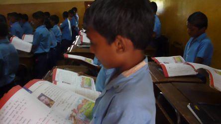 教科書を音読